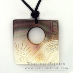 Mother-of-Pearl Pendant (Pinctada Margaritifera) and leather necklace